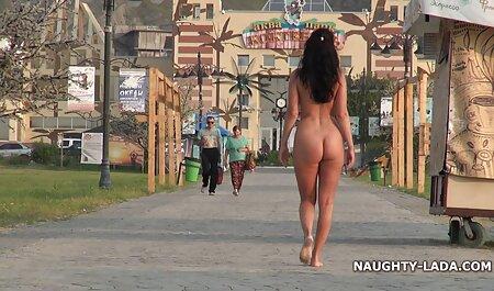 دو لزبین در ساحل مشت می زنند داستان سکسی کون پسر