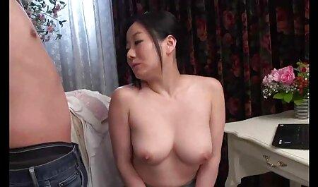 یک دانش آموز بزرگتر نان های فیلم سکسی پسر با زن بزرگ را فشرده و بیدمشک معشوق را در بیدمشک می گیرد