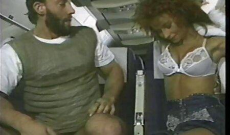 صاحب خانه فیلم سکس پسر با پسر نوجوان در بیدمشک بنده بالغ و همسر شلوار در جوراب سرخ می کند
