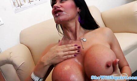 داغ لاتینا خودش فیلم سکسی دختر و پسر را با یک dildo در وب کم می اندازد