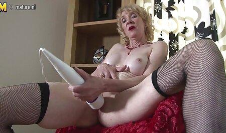 جوجه در چت وابسته به عشق شهوانی گپ شهوانی را نشان می دهد دانلود فیلم سکس پسر با مامان