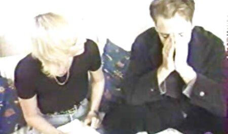 سبزه با بلوند در جوراب ساق بلند روی تخت آهنین ، عکس سکسی مادر وپسر یک آقا با شهوت را خوشحال می کند