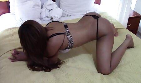 مرد طاس یک دختر بلوند و فیلم سکسی همجنس بازان پسر دوست دختر سکس را لگد می زند