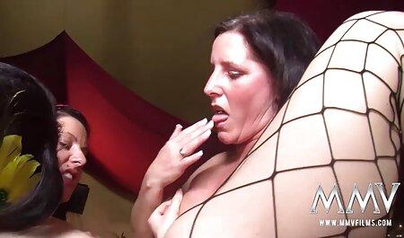 جوجه سیاه پستان بزرگ از طریق سوراخ در دانلود فیلم سکسی مادر وپسر دیواره عضله می دهد