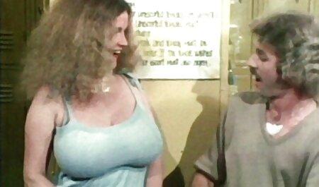 آبونی خروس راننده را فیلم سکس پسران گی در پارکینگ مکیده است