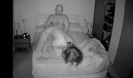 سبزه بالغ روی مبل مقعد می دانلود فیلم سکسی مادر پسر دهد
