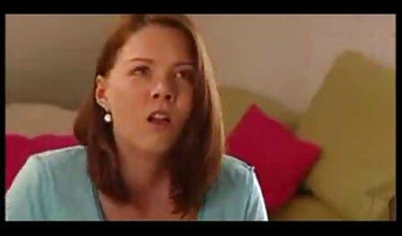 دختر باریک توسط دستگاه جنسی در حمام لعنتی فیلم سکسی پسر و مادر