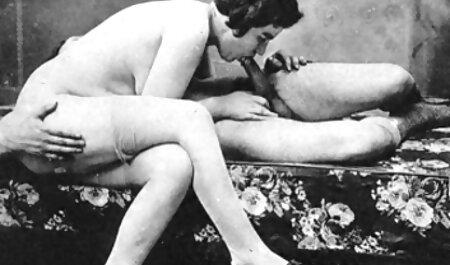 زیبایی xnxx مادروپسر در جوراب ساق بلند و با یک الاغ بزرگ یک دوست را در یک مقطع دوست می دارد