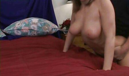 زیبایی با یک ماشین جنسی داستان سکسی پسربامادر روی مبل سیاه fucks می کند