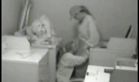 مرد سیاه فیلم سکسی پسر با دختر یک زن مسن را در تمام سوراخ ها سرخ کرد