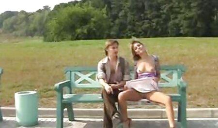 بلوند و سبزه دو پسر را روی نیمکت لعنتی می کنند فیلم سکسی پسر با مامان