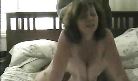 نیکول عشق گربه خود را فیلم سوپر مادرو پسر با دو چاقو نشان می دهد