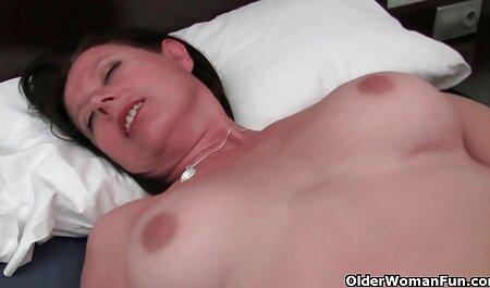 زن بالغ در رختخواب ، فیلم سوپر مادرو پسر عاشق خود را از دست می دهد