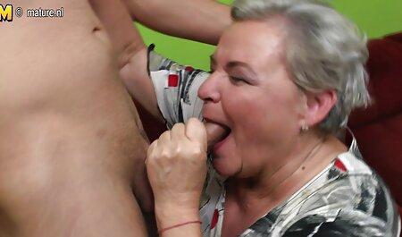 یک زن سیاه پوست عضو یک اروپایی را در دهان خود دانلودسکس پسرباپسر قرار داده است