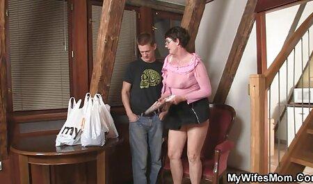 دختر از بالا به فیلم سکس کون پسر بالای آلت تناسلی پسرش می افتد و پشت او را در معرض دید خود قرار می دهد