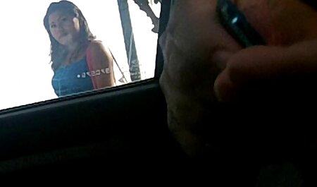 دختر جوان با فلم سکس پسر با پسر زبان سوراخ شده ، مرد سیاه پوست را در کف نزدیک شومینه مکید