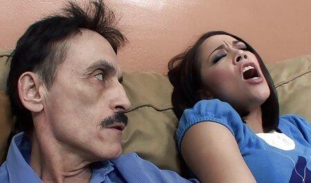 مرد طاس فیلم سکس پسران گی دوست دختر سکسی را در بیدمشک مودار در آشپزخانه قرار می دهد