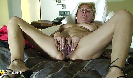 خانمهای موهای قرمز انگشتان خود را انگشت می زنند و لیس می فیلم سکسی پسر مادر زنند