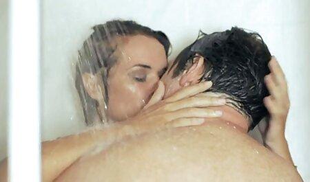 کلاهبردار دوست دختر نازک در بیدمشک دارد که کلاه فیلم سکسی پسر با زن مودار خود را لیس می کند