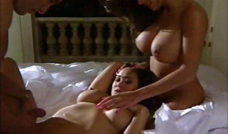 بعد از رابطه جنسی روی میز ، سوپرسکس مادروپسر ماساژ لاغر اسپرم مشتری را در کلاه خود قرار می دهد