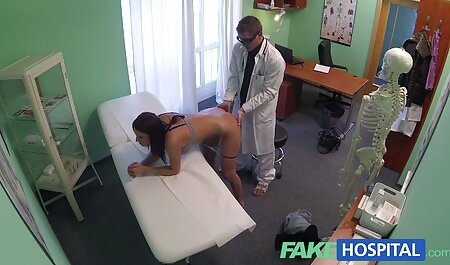 MILF ورزش دانلود فیلم سکسی مادر پسر در نوارهای ریخته گری و روغن بدن او را روغن می کند