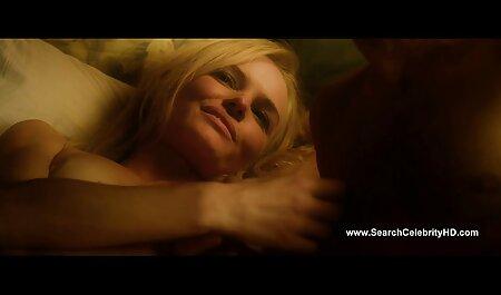 زن فیلم سکسی دختر پسر جوان با سینه های بزرگ که توسط مردی در سونا لعنتی است