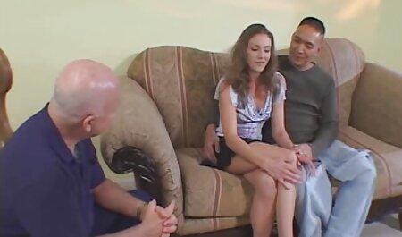 مادر در جوراب های سیاه مقعد داستانهای سکسی پسرها در خانه لعنتی می شود