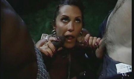 السا ژان اسپرم فیلم سکسی مامان پسر شریک زندگی خود را پس از برقراری رابطه جنسی روی نیمکت امتحان می کند