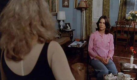 خانم فیلم سکسی پسران خوشگل تمیز سیاه پاهای خود را جلوی صاحب خانه پهن می کند