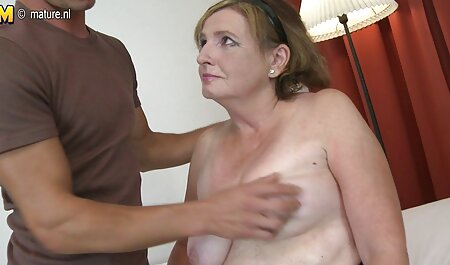 Milf در لباس قرمز نان و پاها را فیلم سکسی مادرها در لباس تنگ سیاه نشان می دهد