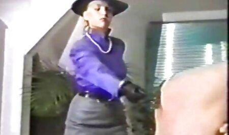 زیبایی های دانا دیرموند و جندی لین خروس مردی را روی نیمکت می کشند و الاغ او را لیس می زنند فیلم سکسی مادر با پسر