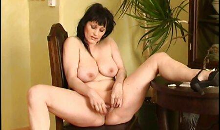کوتی عاشق نشان دادن الاغ خود در شورت فلم سکس پسر های تنگ است