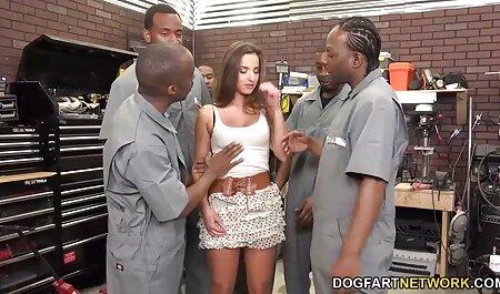 دختر جوان فیلم سکسی پسر به پسر در یک بازیگری جذابیت صمیمی را نشان می دهد