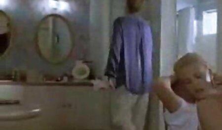 بلوند باریک ، دو پسر را با عضله ای دانلود فیلم سکسی مادر و پسر روی نیمکت خشنود می کند