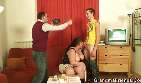سبزه دانلود فیلم سکسی دختر و پسر بیدمشک از blowjob می دهد
