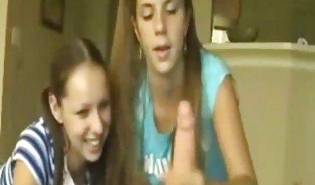 بسیاری از آلمانی ها دو زن را روی یک مبل مشکی سرخ می کنند و صورتشان را می چسبانند فیلم سکسی پسر با زن