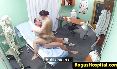 دختری که دارای واژن مودار است در هنگام رابطه جنسی تصاویرسکسی مادروپسر با ویبراتور به خودش کمک می کند