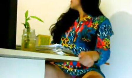 مدل سکسی در مقابل یک عکاس برهنه قرار می فیلم دختر و پسر سکسی گیرد