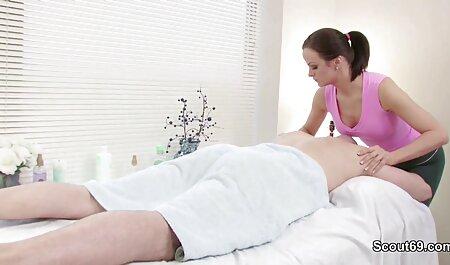 دختر سیاه خروس سفید می خورد و در اتاق خواب رابطه جنسی مقعد فیلمسکسی بامادر می دهد