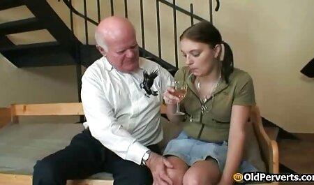 عاشق در جوراب ساق بلند یک بلوند مشت فیلم سکس دو پسر می کند