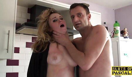 MILF در جوراب شلواری روی یک خروس فلم سکسی مادر پسر سیاه بلند قرار دارد