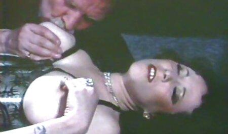 دو دوست فیلم سکس دختر و پسر جوان قرمز تقریباً یک خانم دارای موی سرخ دارند