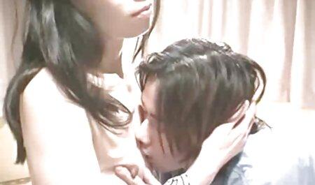 زن موی تیره ، گلوی شوهرش را فیلم سکسی پسر با مامان در آشپزخانه دمیده است