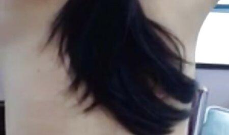 بلوند پاهای خود را وسیع و تراشیده دستگاه فیلم سکسی مامان پسر جنسی شبیه ساز بیدمشک پخش کرد