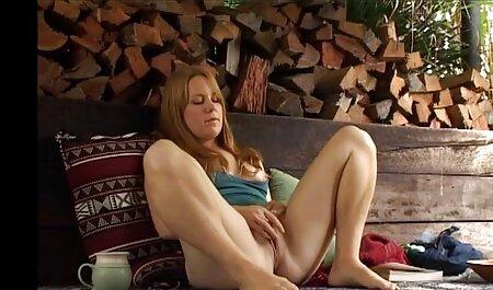 مادر کوتاه قد به طور فعال فیلم سکسی مادر پسر خروس مودار و زانو می خورد