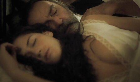 MILF بلوند در حمام با شور و شوق خروس را برای فیلم سیکس مادر وپسر رفقا می خورد