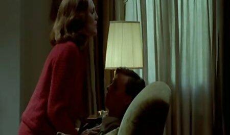 مادر سرخ دارای رابطه جنسی مقعد با یک انتخاب شده در فیلم سکسی مادرها پله ها است