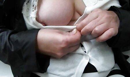 شخص ساده و معصوم پرشور در لاتکس سیاه ، رابطه جنسی مقعد را فیلم پورن مادر پسر روی میز قرار می دهد