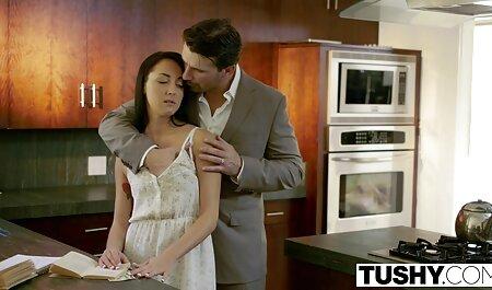 جوجه داغ در لباس سال نو ، توسط یک مرد فلم سکس مادر وپسر درگیر سرطان می شود