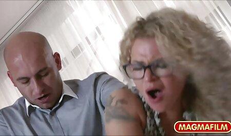 نائومی وودز فیلم سوپرایرانی مادر پسر و کارلا کاس نیگا را روی تخت می اندازند